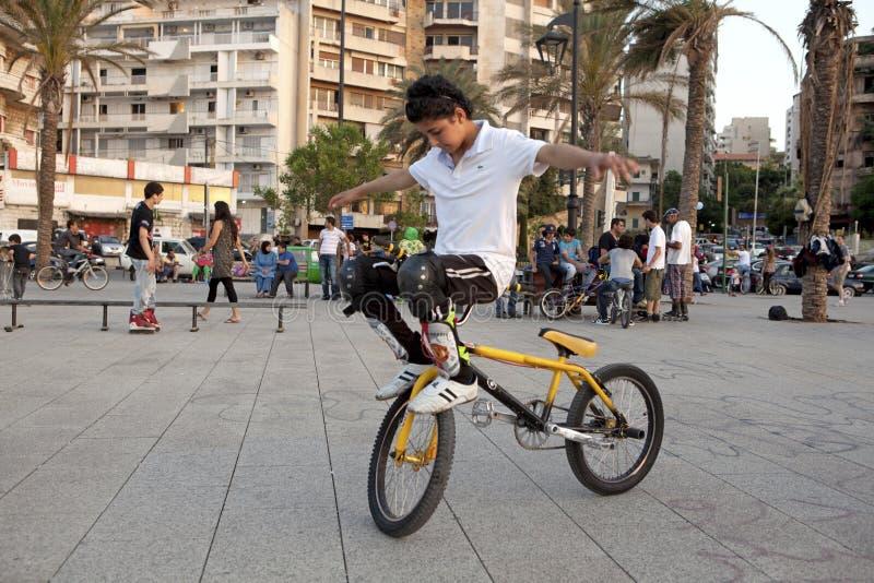 Équipez faire le cascade sur un vélo, Liban photos stock