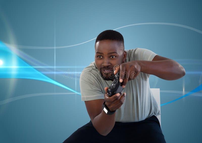 équipez jouer avec le contrôleur de jeu d'ordinateur avec le fond incurvé par bleu photographie stock libre de droits