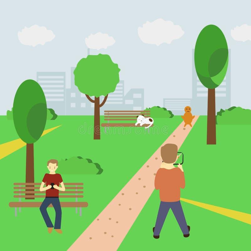 Équipez jouer un jeu augmenté de réalité utilisant les informations sur l'emplacement en parc et tenir le smartphone dans des ses photographie stock libre de droits