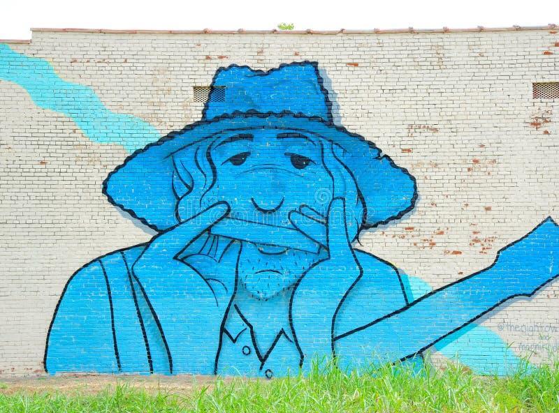 Équipez jouer une peinture murale d'harmonica à Memphis, Tennessee images stock