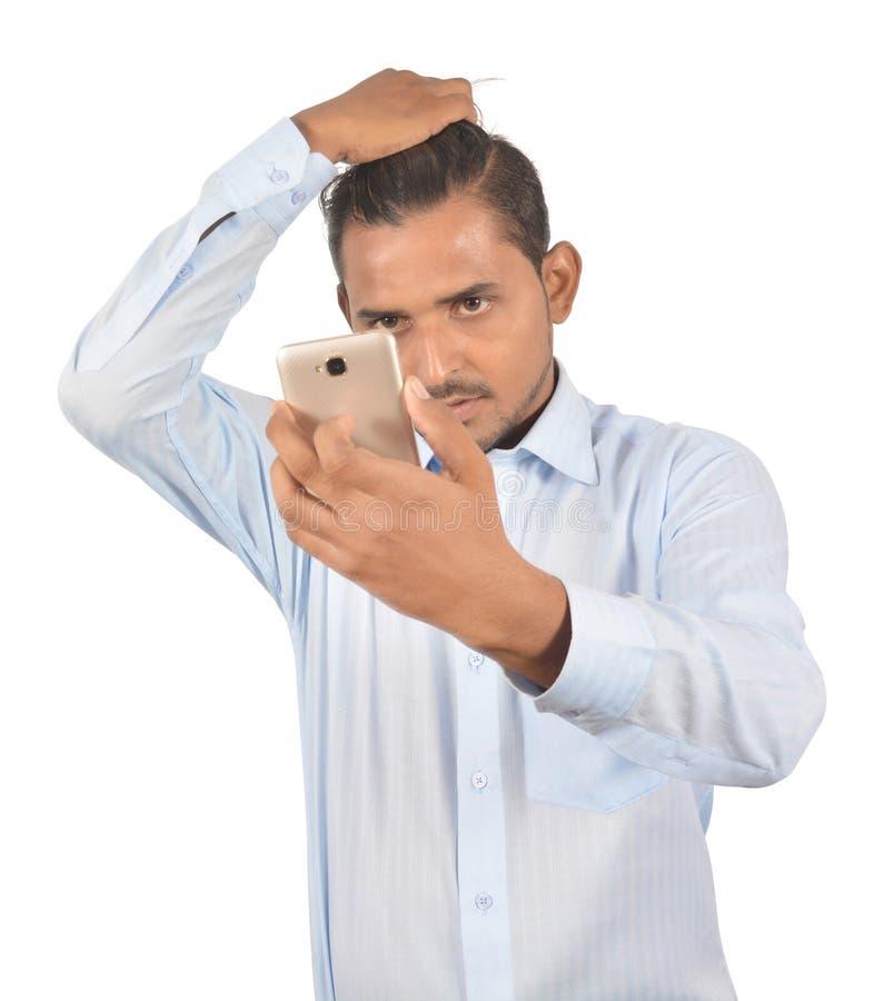 Équipez juger le téléphone androïde professionnellement d'isolement sur le backg blanc image libre de droits