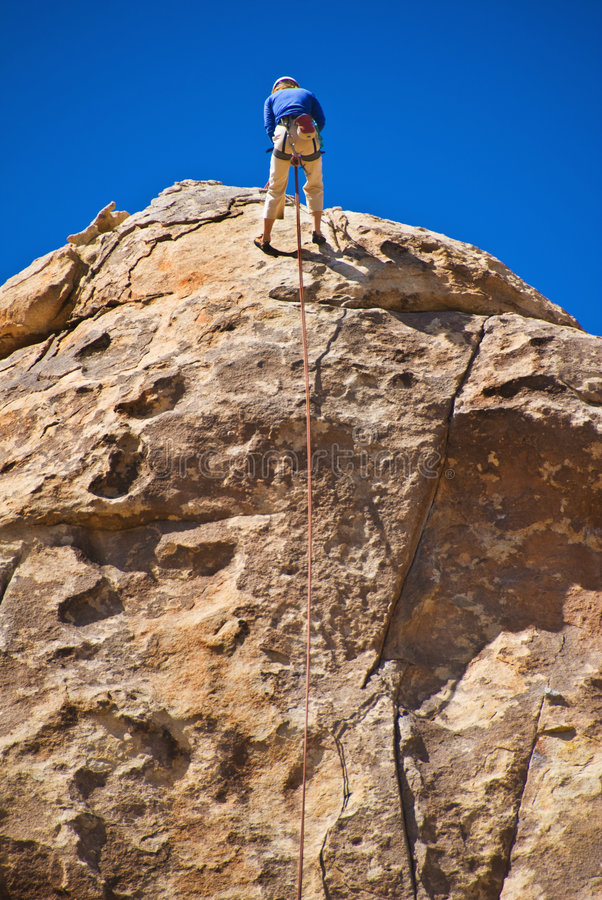 Équipez l'escalade, stationnement national d'arbre de Joshua image stock