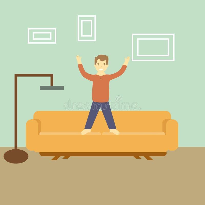 Équipez la position sur le divan dans son appartement avec une lampe et des photos image stock