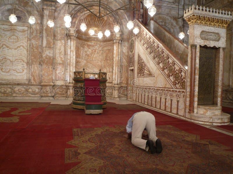 Équipez la prière dans Citadela au Caire, Egypte photographie stock libre de droits