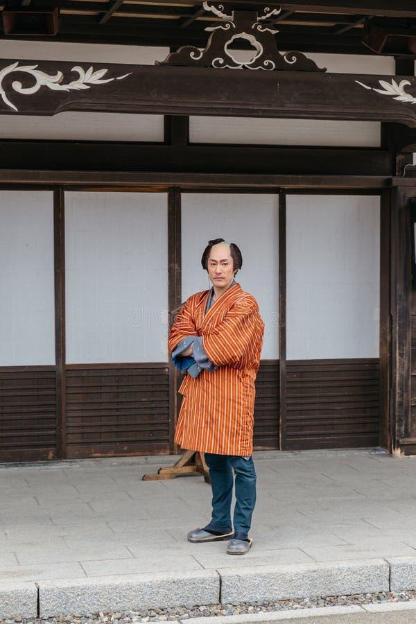 Équipez le costume samouraï de port de période d'Edo dans le village historique de JIdaimura de date de Noboribetsu chez le Hokka images libres de droits