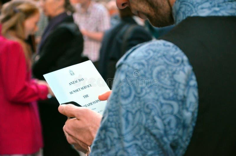 Équipez les helds le programme d'ANZAC Day Sunset Service chez Martin Place images libres de droits