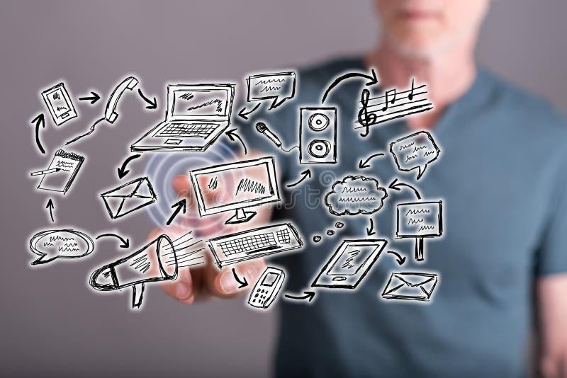 Équipez toucher un concept de communication sur un écran tactile photo stock