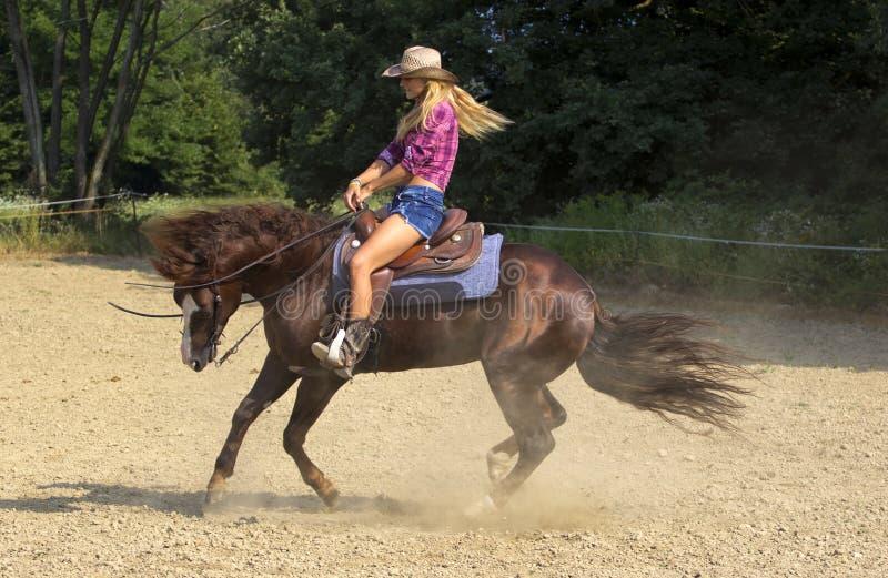Équitation de cow-girl photo stock