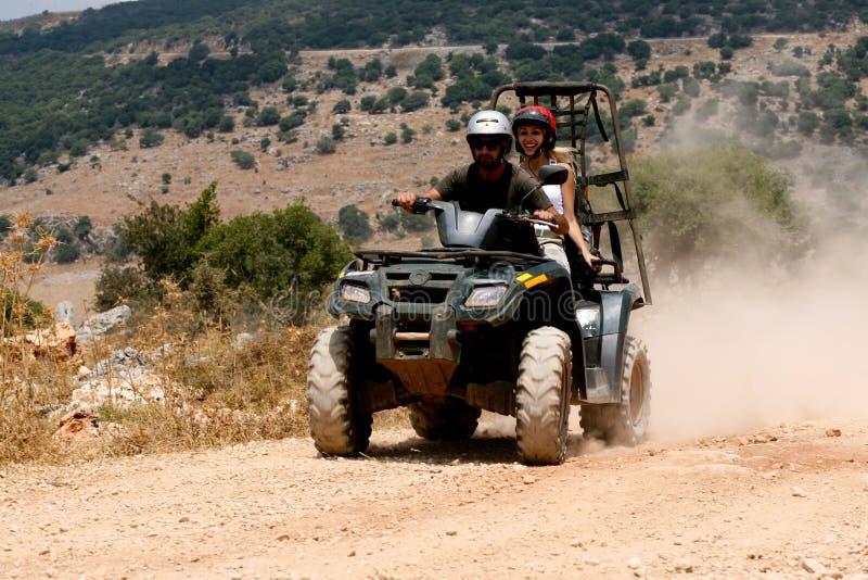 Équitation de voiture à quatre roues photographie stock