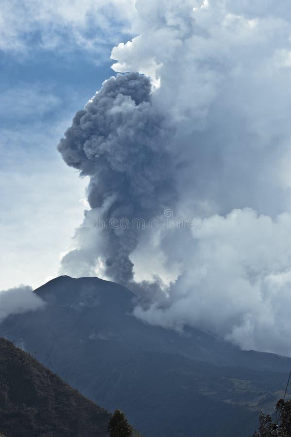 Éruption d'un volcan photographie stock