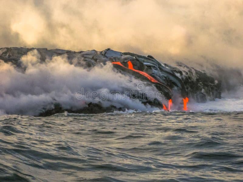 Éruption de lave d'Hawaï photographie stock