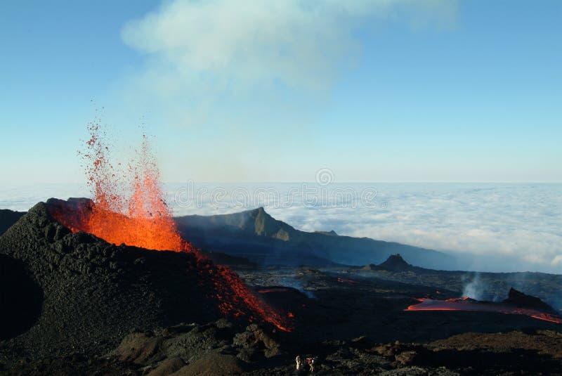 Éruption de volcan images stock