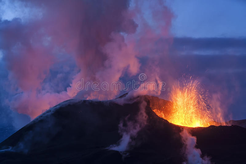 Éruption de volcan photo stock