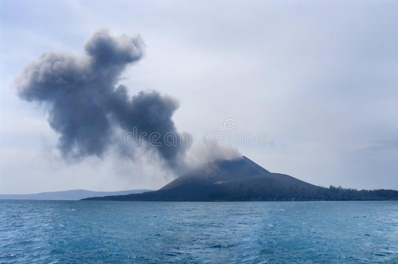 Éruption de volcan. Anak Krakatau image libre de droits