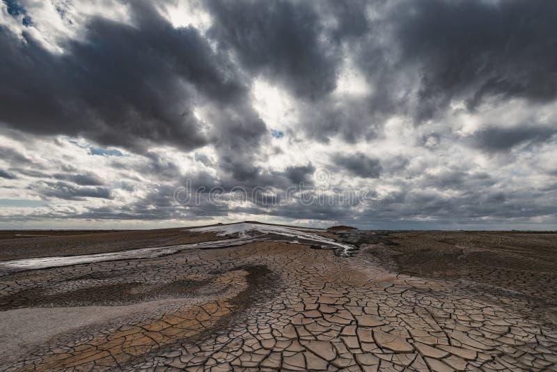 Éruption de volcan de boue, phénomène naturel photographie stock