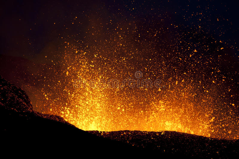 Éruption de volcan, fimmvorduhals Islande images stock