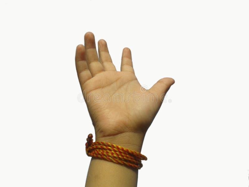 Ésta es la imagen de la mano del niño con el fondo blanco de la trayectoria feliz foto de archivo libre de regalías