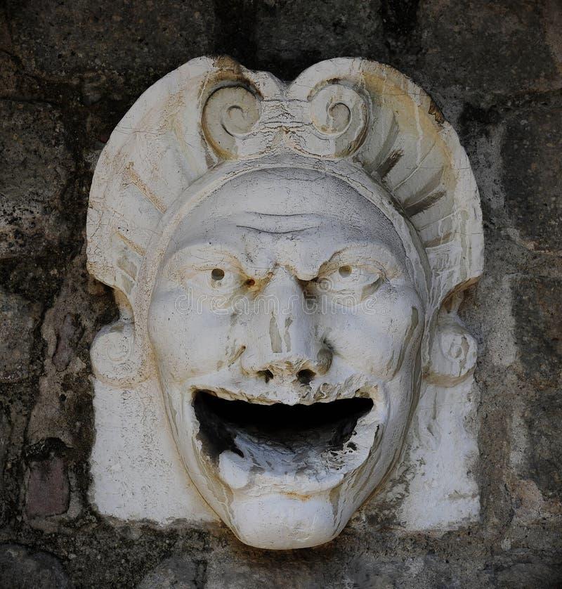 Ésta es una máscara protectora de la piedra en el top de la entrada del castillo de Monselice, aumentado entre el 11mo y el siglo imágenes de archivo libres de regalías