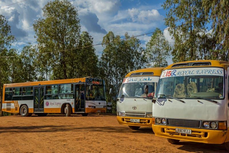 Éste es el autobús final parar donde están de detención y que comienzan las líneas públicas 206 y 2015 de los viajes imagen de archivo libre de regalías