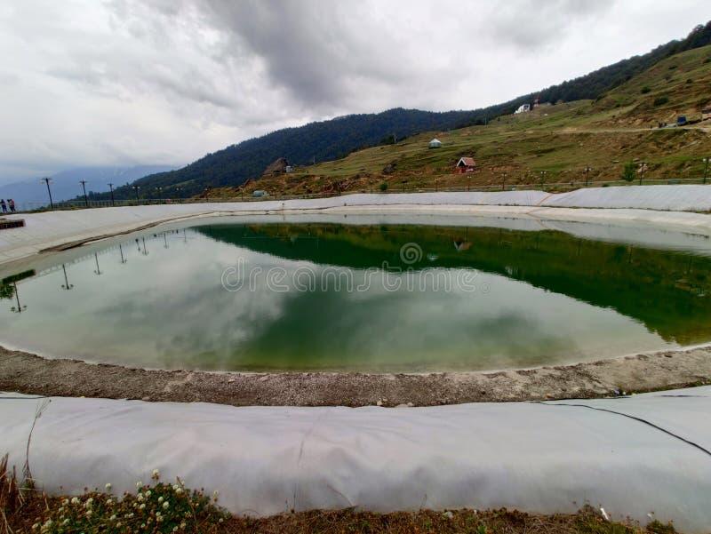 Éste es lago artificial Hecho por los seres humanos en moutain Sobre el 10000ft aproximadamente fotografía de archivo