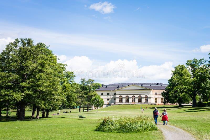 ÉSTOCOLMO, SUÉCIA - 5 DE JULHO DE 2017: Vista sobre o palácio de Drottningholm fotografia de stock royalty free