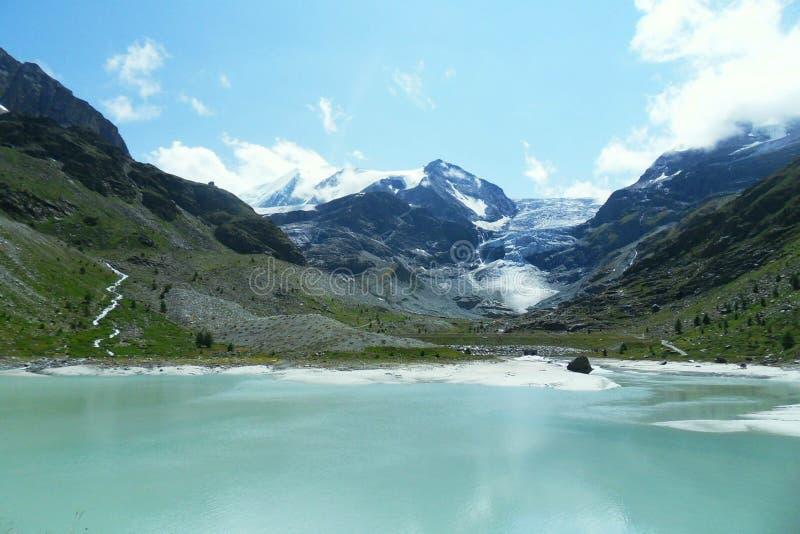Été de l'eau de la Suisse de lac beau photos libres de droits