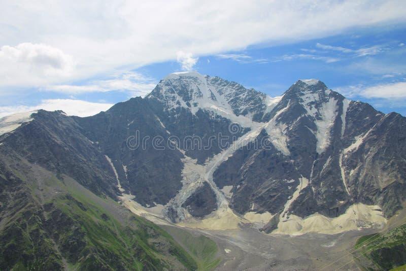 Été de montagnes de Caucase Paysage du nord de Caucase image libre de droits