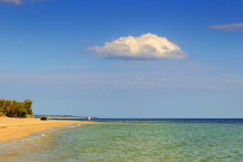été Les plages sablonneuses les plus belles de Pouilles : Plage de Torre Pali L'ITALIE (SALENTO) photographie stock libre de droits
