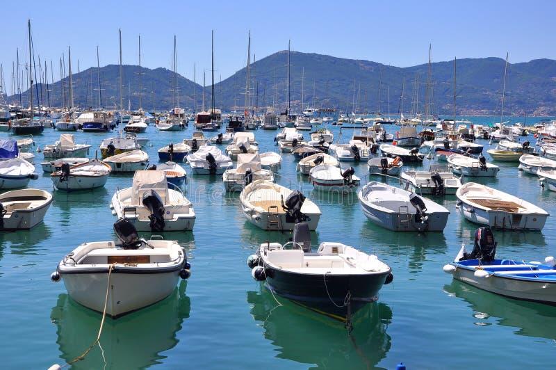 Été par la mer : tourisme en Italie images libres de droits