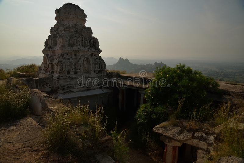 Été perché placé sur la colline de Mathanga est le temple célèbre de Veerabhadra, une autre aspiration de touristes énorme photographie stock libre de droits
