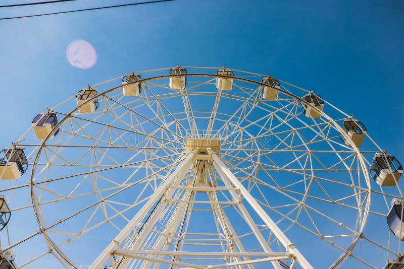 Été, roue de ferris, dimanche, été photo libre de droits