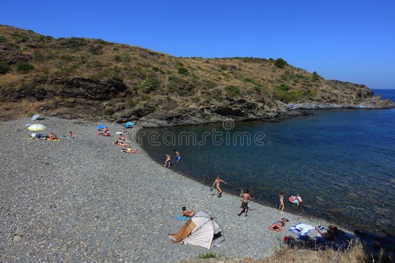 Été : une crique du cap des croix en Espagne avec la mer bleue photos stock