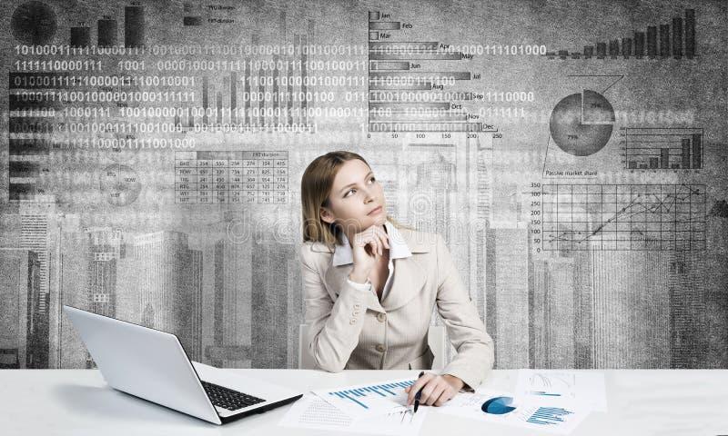 Établir son rapport financier images stock