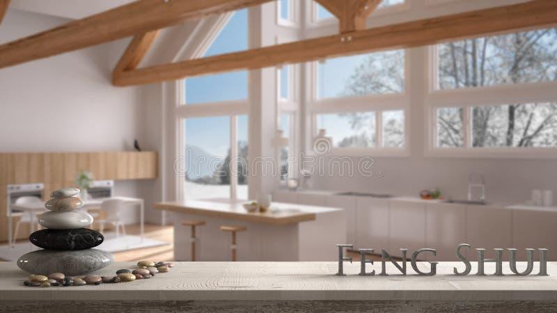 Étagère en bois de table de cru avec l'équilibre de caillou et lettres 3d faisant le shui de feng de mot au-dessus de la cuisine  images stock