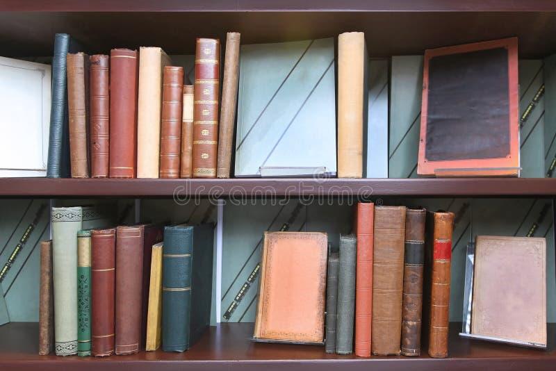 Download Étagères à Livres De Vintage Image stock - Image du bibliothèque, rétro: 76083491