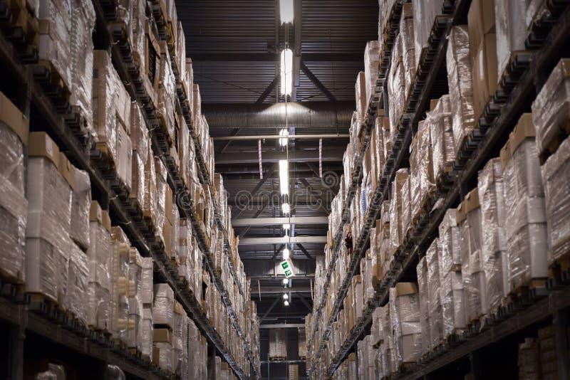Étagères d'entrepôt photos stock