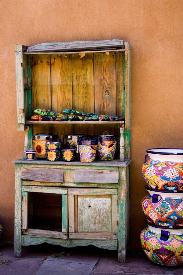 Étagères de poterie image stock