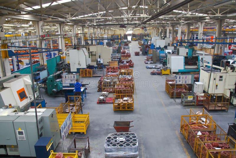 Étage de système industriel de fabrication dans une usine image stock