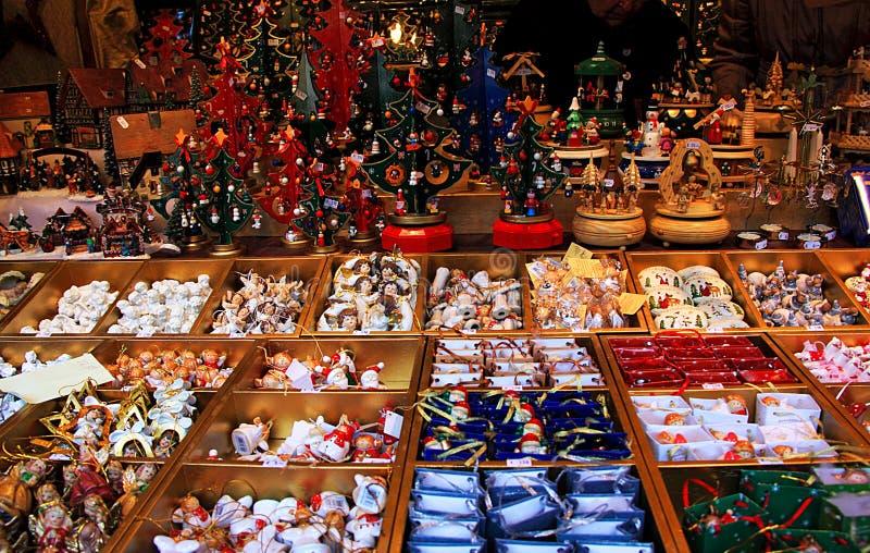 Étalage avec des décorations de Noël photo stock
