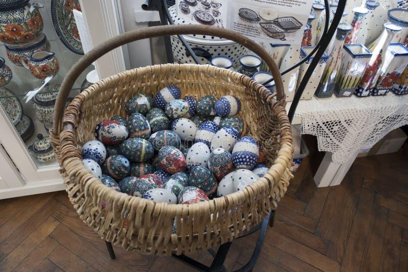 Étalages de Pâques dans la vieille ville, décorée des oeufs, des souvenirs et des saules image libre de droits