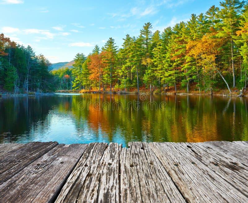 Étang dans la réserve forestière blanche de montagne, New Hampshire photo stock