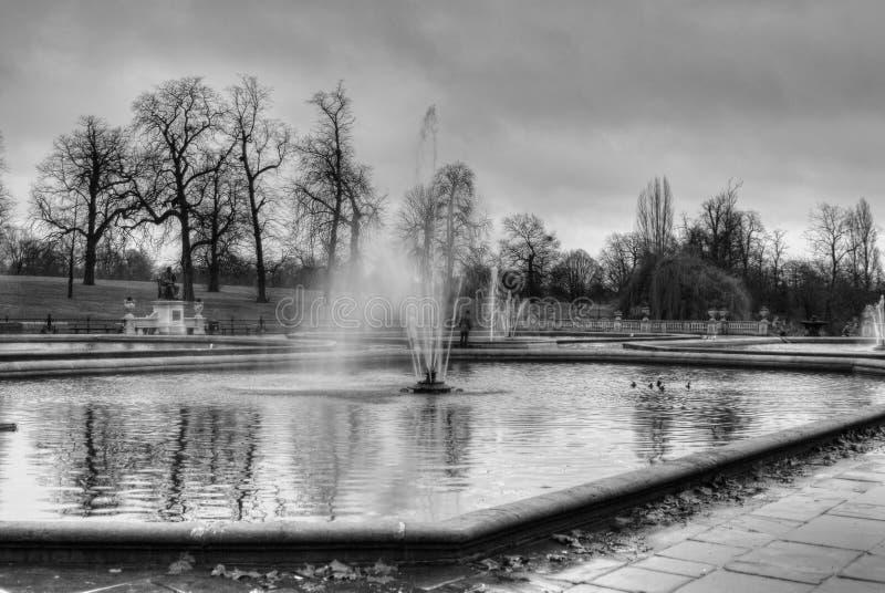 Étang et fontaine photo libre de droits