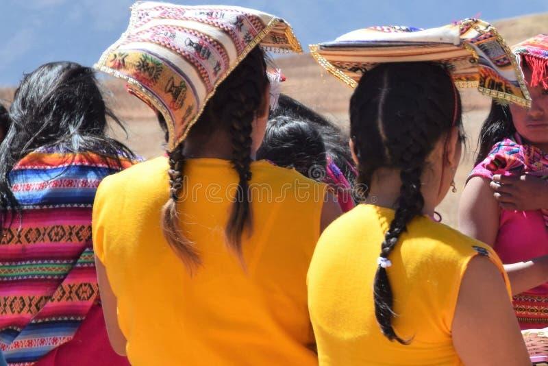 Étant prêt pour une représentation au Moray, Pérou photo stock