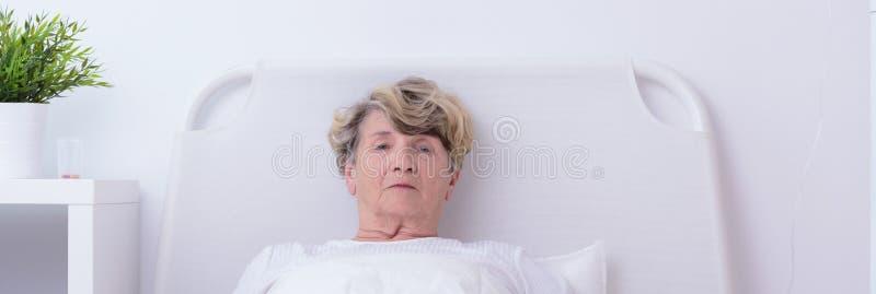 Étant seul dans l'hôpital photos stock
