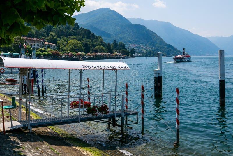Étape d'atterrissage pour des bateaux sur le lac Como images libres de droits