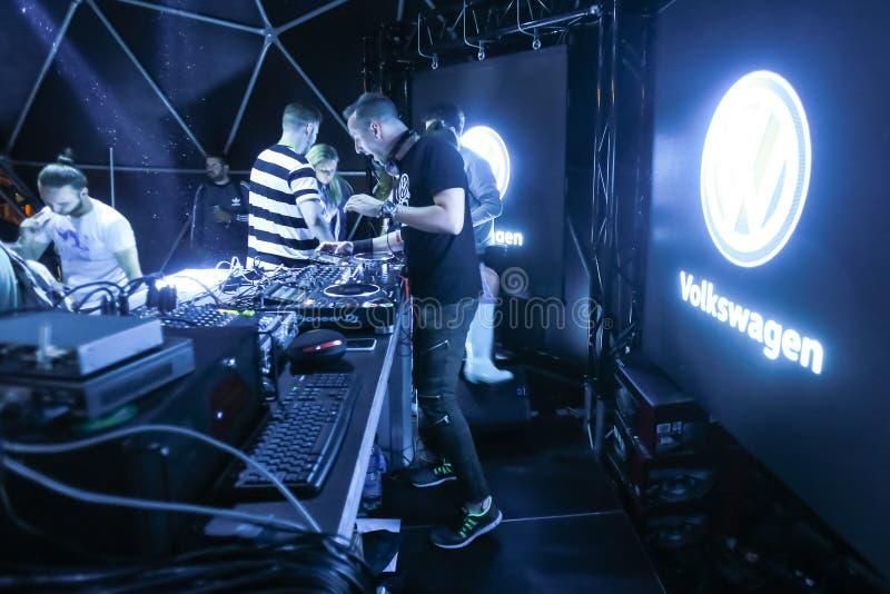 Étape d'INmusic DJ Joe2shine Volkswagen photo libre de droits