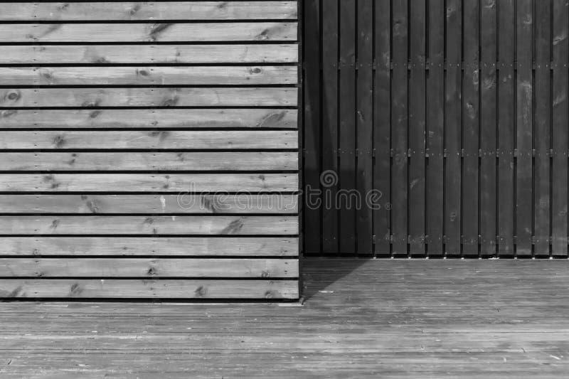 Étape dans les bois faits de baords en bois photographie stock