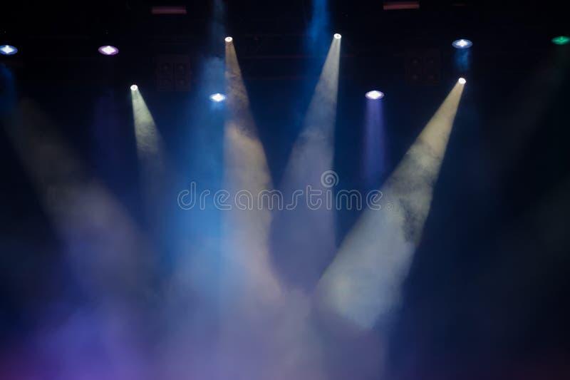 Étape de concert Présentez les lumières Fond coloré des lumières d'étape photos stock