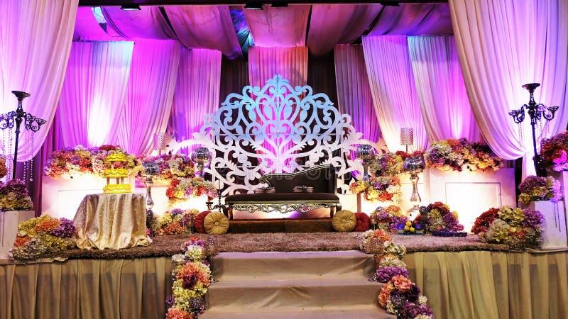 Étape de luxe de mariage dans la vue de face photographie stock libre de droits