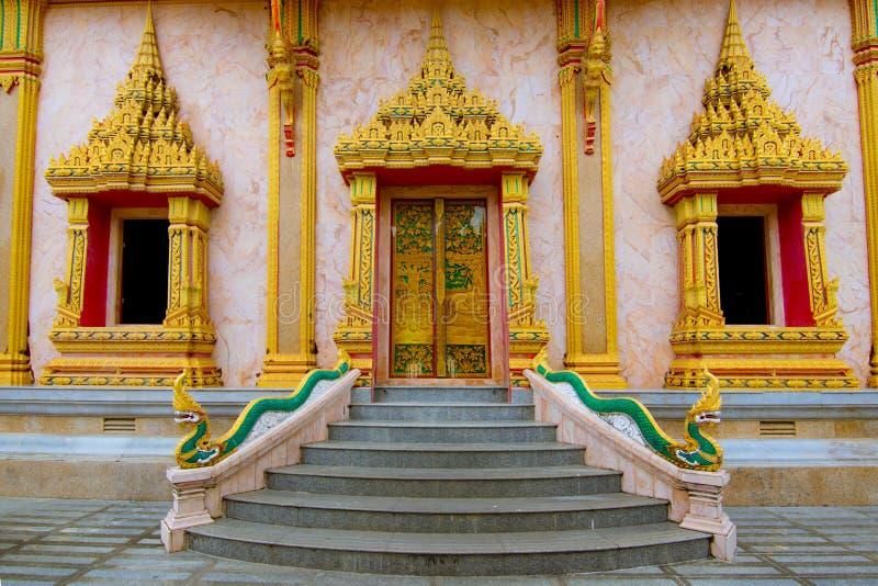 Étape de temple à la porte photos stock